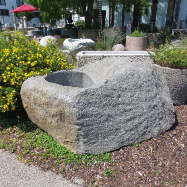 Brunnen aus großem Granitfindling BWk013 (6)
