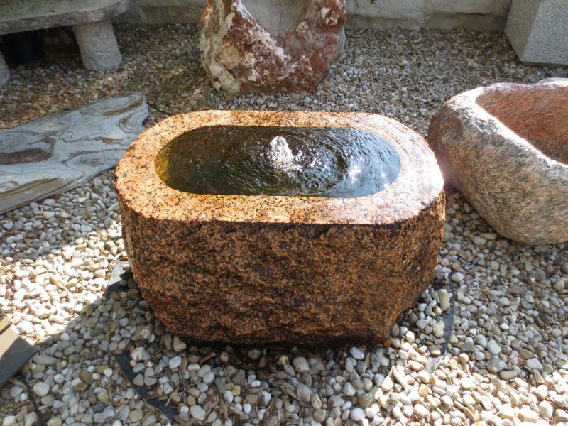 Granitbrunnen oval