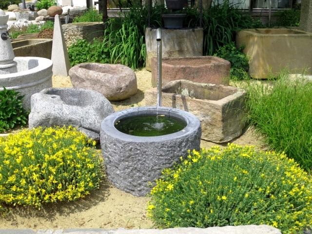 Granitbrunnen rund, innen geschliffen, Oberfläche 80 cm, Höhe 50 cm