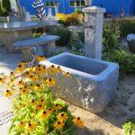 Granitbrunnen Steinbrunnen für den Garten, spaltrauhe Bearbeitung und innen geschliffen
