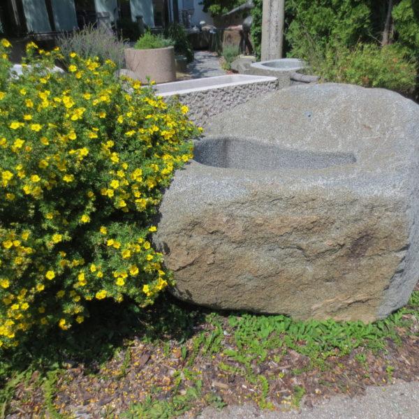 Brunnen aus großem Granitfindling BWk013 (2)