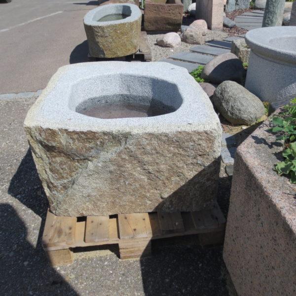 Brunnen aus Granitfindling 100x80h46cm (4)