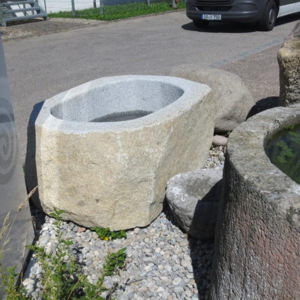 Findlingsbrunnen Steinbrunnen