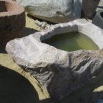 Findlingsbrunnen aus rötlichem Granit (3)