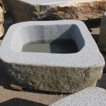 Brunnen-aus-Granitfindling-115x88h52-BWk007